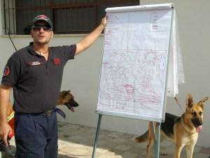 Il Coordinatore Stefano fornisce le ultime istruzioni.